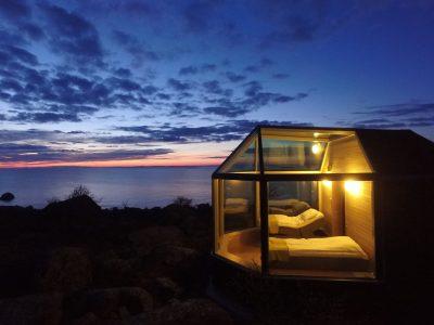 Mooie glazen slaapkamer van Kalles Inn in Finland