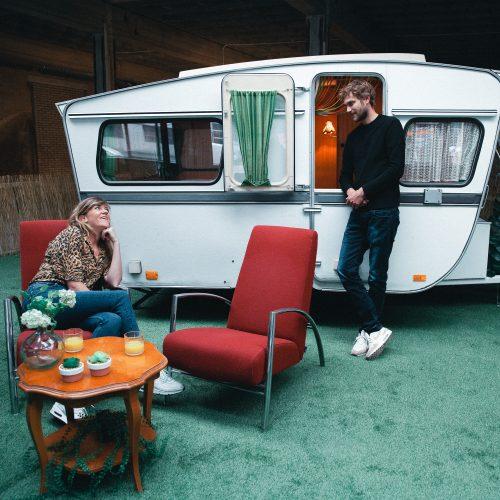 Gerenoveerde caravan op camping Outside Inn