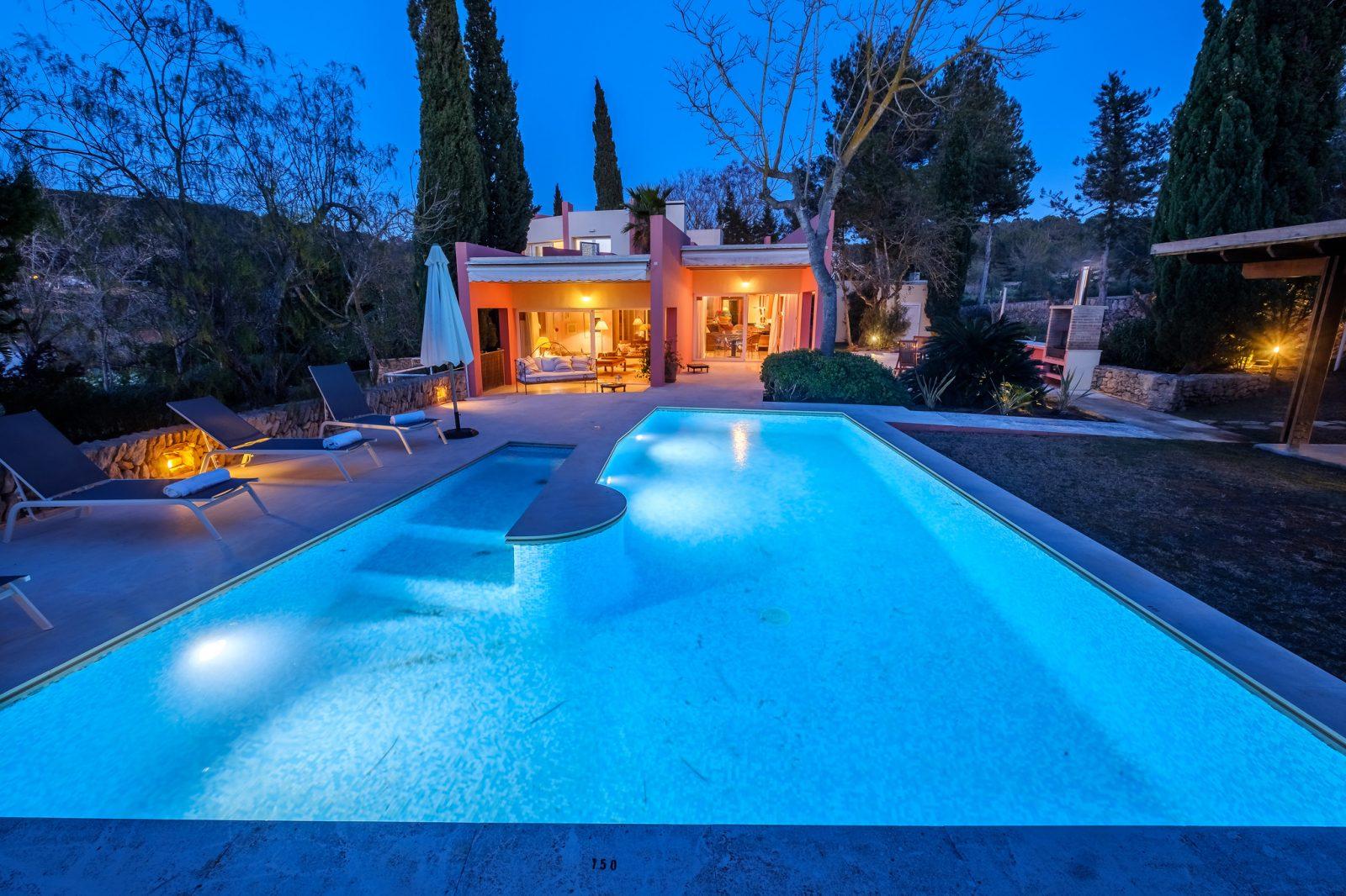 Zwembad verlicht villa Can Jaume Curt