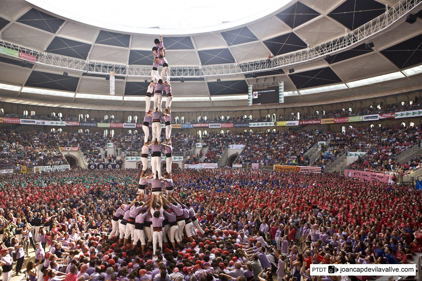 Castellers - de traditie van het bouwen van menselijke pyramides
